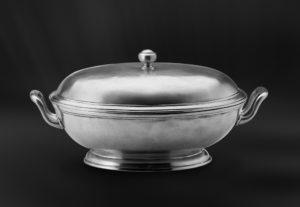 Ovale Suppenschüssel aus Zinn mit Sockel (Art.585)