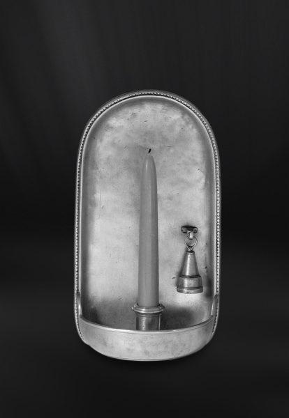 Wandleuchte aus Zinn mit Kerzenlöscher (Art.438)